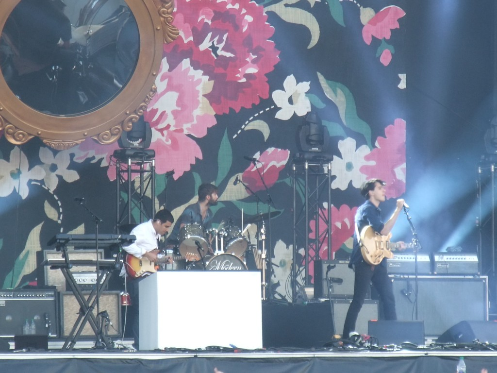 We love flowers! - Vampire Weekend - Osheaga 2013 (Copyright: PeteHatesMusic)